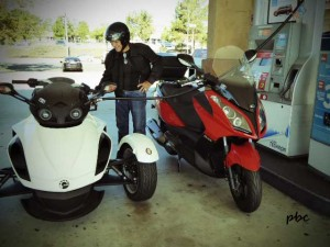 Fueling-the-motorcycle-and-scooter